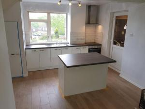 Gloss White Basic Kitchen